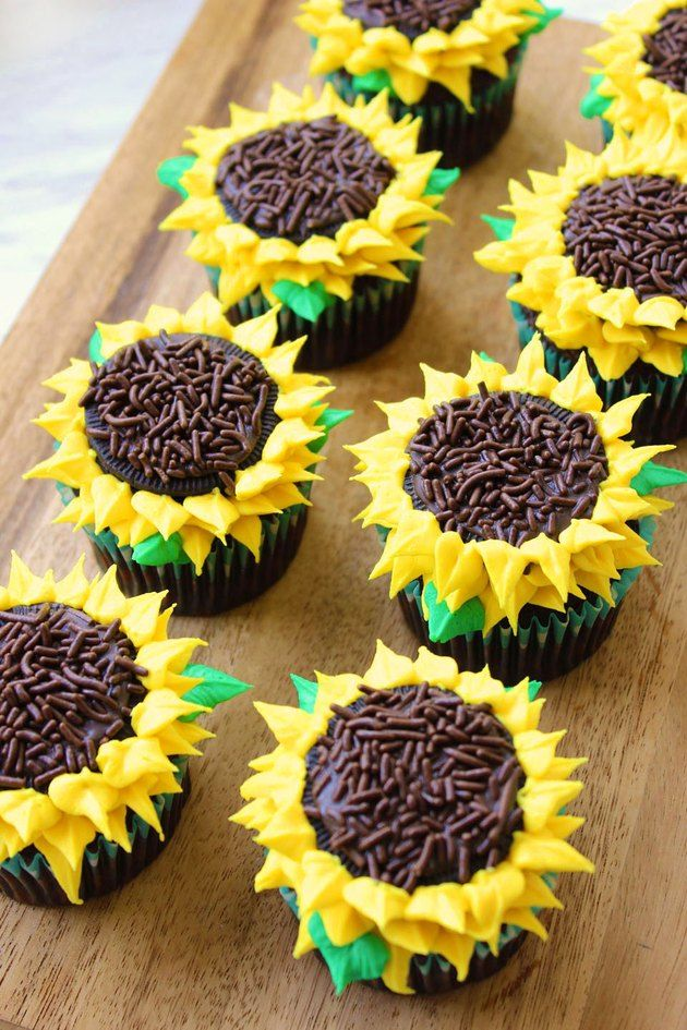 How To Make Sunflower Cupcakes Sunflower Cupcakes Sunflower Birthday Cakes Sunflower Cakes