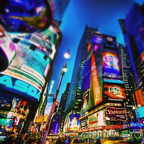 #nasdaq #yahoo #times #square #new #york #newyork #city #usa #america #night #light #like #building #amazing #fantastic #beautiful