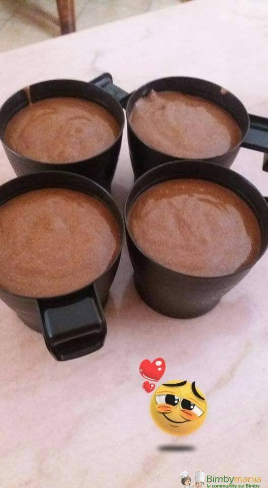 Mousse al cioccolato Bimby 3.57 (71.43%) 7 votes Mousse al cioccolato Bimby, un dessert al cucchiaio o una golosa merenda. Foto e ricetta di Ornella S. Mousse al cioccolato Bimby Dosi per 4-6 coppette Ingredienti 200 gr di cioccolato fondente a pezzi 50 gr di zucchero 100 gr di panna da montare (min. 30% di …