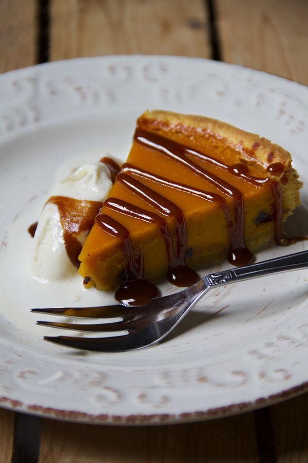 Pumpkin pie con gelato alla vaniglia e salsa caramello allo zenzero
