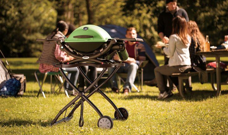 BBQ Weber Q 1200-  Barbecue a gas Funziona con una bombola che viene posta sotto il piano di cottura. La temperatura può essere regolata, come con il piano cottura che abbiamo in cucina. Si accende facilmente e in un quarto d'ora è pronto per cuocere gli  http://grilideas.com/how-to-use-a-gas-grill-for-the-first-time/