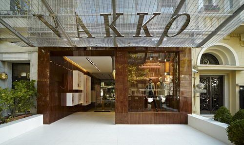 Vakko Fashion Store is designed by Autobahn and located in Nişantaşı, Istanbul. Vakko is representing the country's luxury brands and this will have some effects to the design. Luxury, elegant and classy, some requirements for the store design concept to match the product displayed within it.