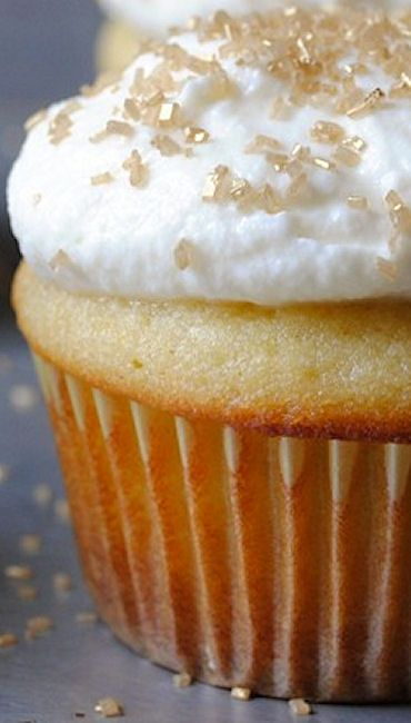 Italian Ricotta Cupcakes with Whipped Mascarpone Frosting Recipe | Carrot or Cake