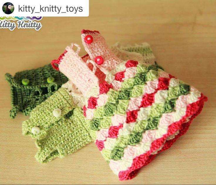 #Repost @kitty_knitty_toys with @repostapp  Все три платья съёмные сзади на пуговицах.  Готова новая кукла высотой 22см. Без проволочного каркаса поэтому безопасна для маленьких девочек любого возраста от 0) Оживает в детских руках принимает любые позы  #weamiguru #amigurumi #crochet #crochetdoll #yarn #knittersofinstagram #handmade #doll #амигуруми #амигуруминазаказ #вязанаякукла #рукоделие #вязание #вяжу #детидома_мамызолотыеруки #kk_куклы #куклакрючком #amigurumidoll #одежда_для_куклы…