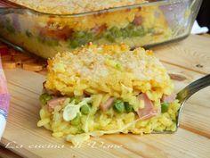 timballo di riso giallo al forno, ricetta primo di riso golosa facile da fare. Il riso verrà cotto in forno con un ripieno di scamorza, piselli e mortadella