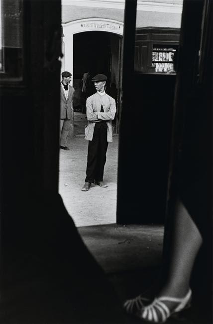 Louis Stettner, Thin man in white coat, Spain, 1951.