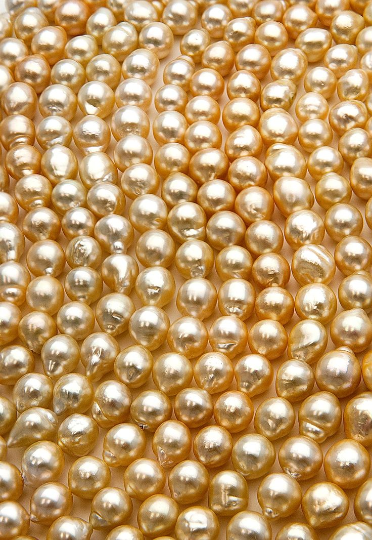 Can you see your reflection/face in the pearls? If you can find and afford them, those are the best ones to buy....exquisite! Baroque Golden South Sea Pearls