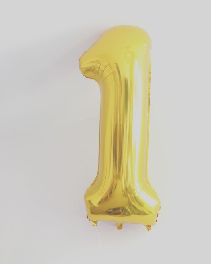 1 st birthday party gold balloon