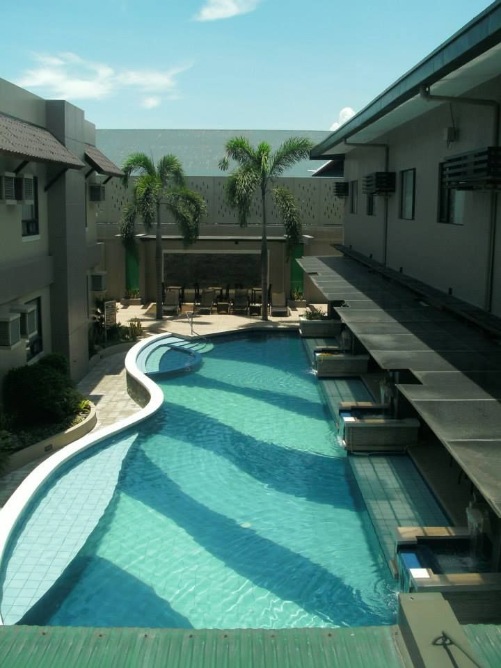 Circle Inn - Bacolod City ...loved the pool!
