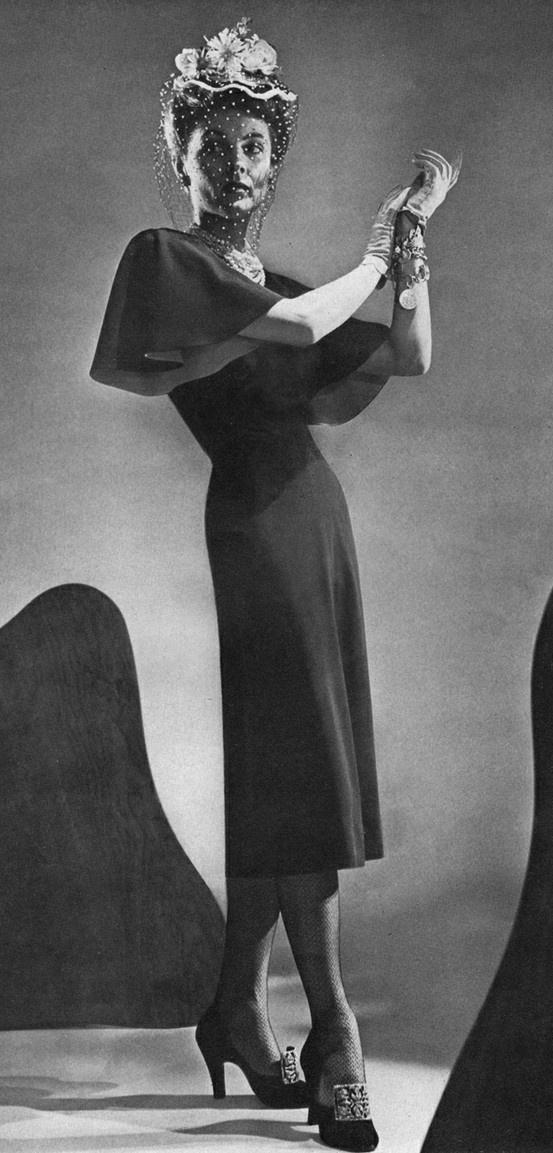 1943 fashions.
