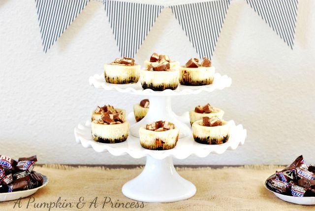 Snickers Cheesecake #SnickersMinis #cBias