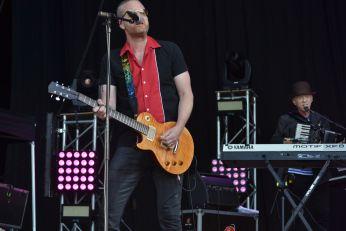 Guitarra y Teclados de Bob Geldof  en el BBK Music Legends Fest 2016