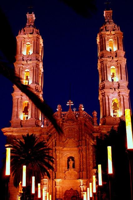 Night view Basilica de Guadalupe San Luis Potosi, MEXICO.    (by D.I. Gustavo Ruiz Ortega., via Flickr)