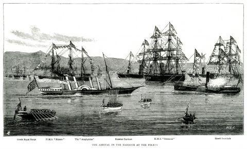 """Το βρετανικό βσιλικό πλοίο """"Osborne"""" που μετέφερε την πριγκίπισσα Αλεξάνδρα της Ουαλίας φτάνει στον Πειραιά."""