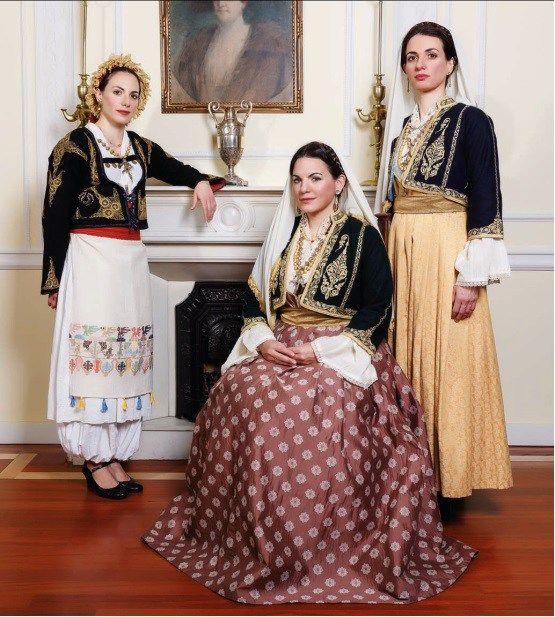 """Χριστίνα Ολγα και  Δανάη Κεφαλογιάννη ντυμένες... Κρητικοπούλες!                    Το λεύκωμα - ημερολόγιο για το 2016 είναι αφιερωμένο στη συμπλήρωση 150 ετών από το ολοκαύτωμα της Μονής στο Αρκάδι το 1886.  Σύμφωνα με το rethemnos.gr, οι τρεις τους φόρεσαν παραδοσιακές κρητικές φορεσιές και φωτογραφήθηκαν για το επετειακό λεύκωμα του Συλλόγου Ρεθυμνίων Αττικής """"Το Αρκάδι""""."""