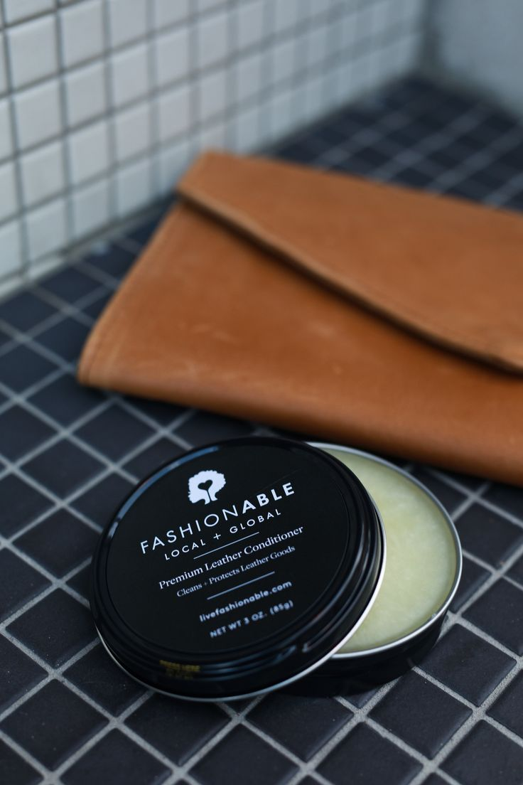 Our leather conditioner replenishes and restores our classic vegetable tanned leathers to keep your bags looking their very best.