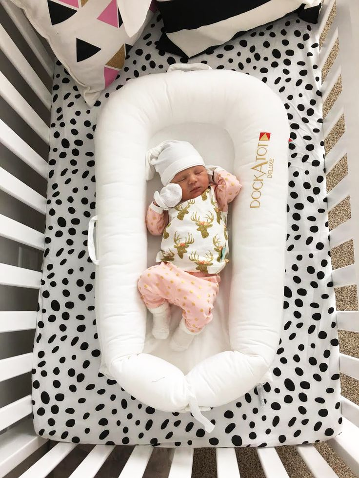 Newborn baby must haves from www.theredclosetdiary.com || Instagram: jalynnschroeder