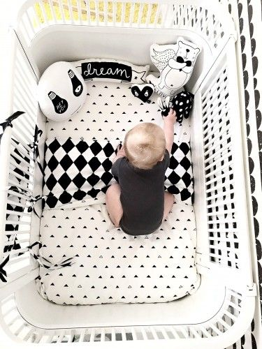 Lovely monochrome inspiration for your kid's room. Perfect duvet for a boy and girl.
