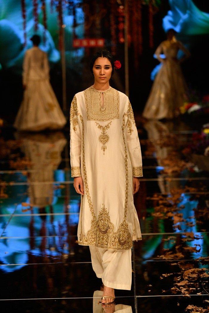 Pin By Simran Gill On Ladies Indian Fashion Lakme Fashion Week Fashion Fashion Week