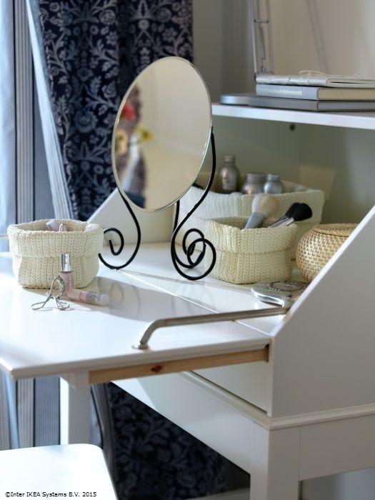 Completează colțul tău de înfrusețare cu oglinda de masă MYKEN. www.IKEA.ro/oglinda_MYKEN