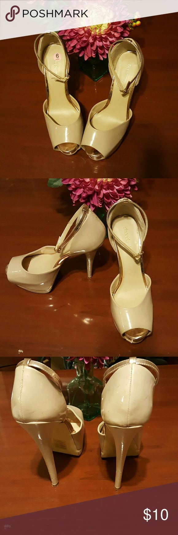 Cream and rose gold peep toe heels These are worn with a few imperfections. Shoe Dazzle Shoes Heels