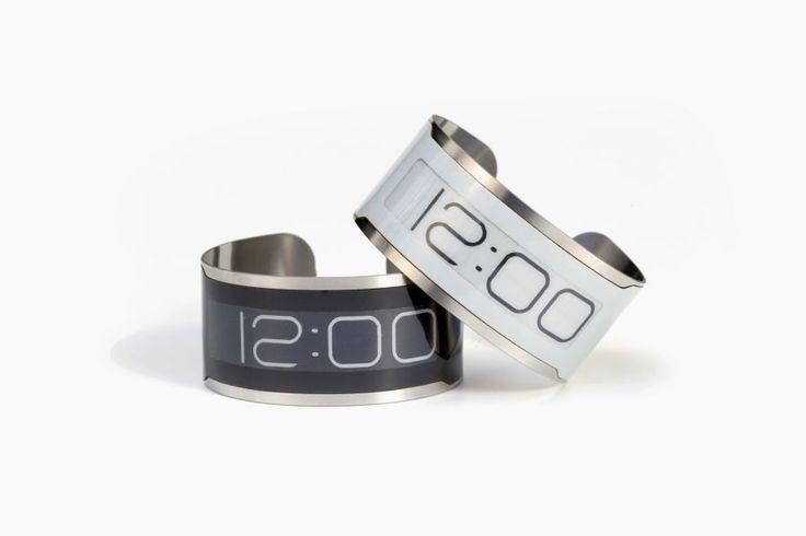 Central Standard Timing möchte mit der nur 0,8 mm hohen CST-01 die dünnste Armbanduhr der Welt produzieren. Weitere Bilder und ein erklärendes Video folg