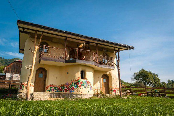 O căsuţă din România a devenit virală pe internet: arată ca din poveşti, dar e locuibilă   REALITATEA .NET