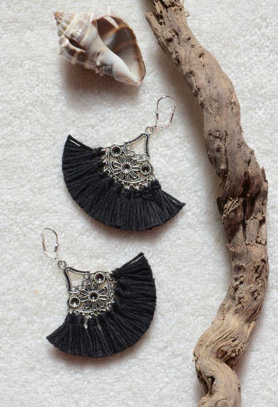 Boucle d'oreille noir bohème chic pompons, bijoux ethniques et bijoux bohèmes chics