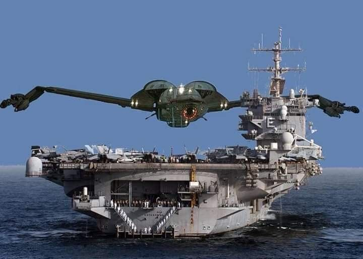 Klingon Battlecruiser Bird Of Prey Size Comparison To Modern Us Navy Aircraft Carrier Uss Enterprise Star Trek Funny Star Trek Starships Star Trek Images