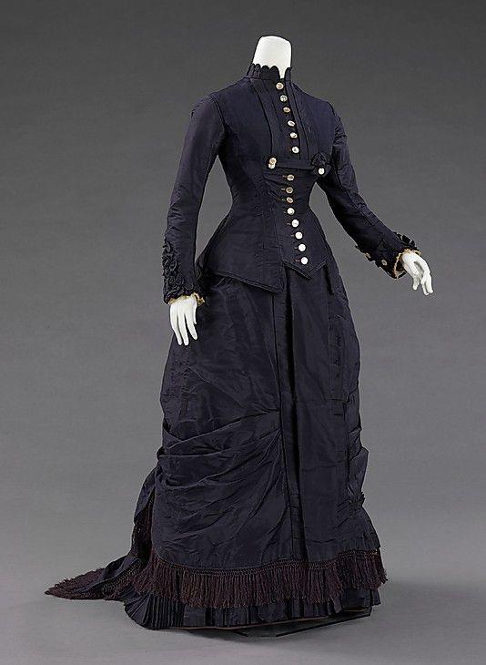 1877 dress