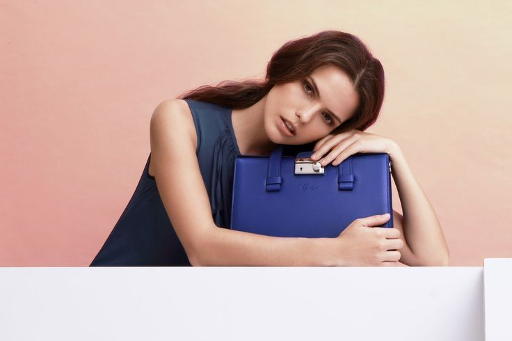 Padova D14G0542 Blue, a simple minimalist leather hand bag design by Giorgio Agnelli.
