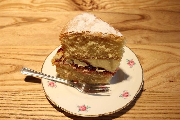 Victoria sponge cake at Hattie's Baslow www.hattiesbaslow.co.uk