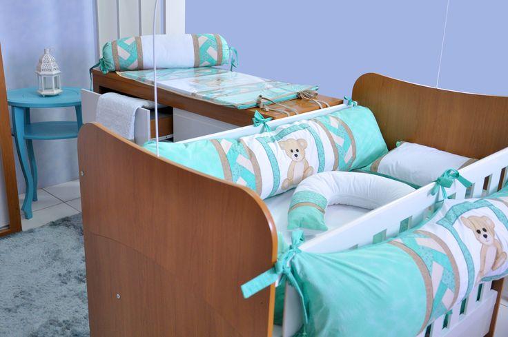 Kit berço Teddy, lençol e fronha, manta, trocador, almofada amamentação e quadrinhos.