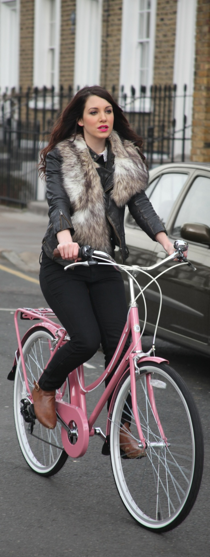 Another lovely commuting bicycle by Bobbin Bikes - this is the Bobbin Brownie in a gorgeous baby pink colourway. #bobbinbicycles