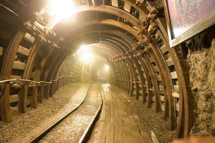 Kopalnia Złota w Złotym Stoku to muzeum w którym turyści mogą zobaczyć jak wydobywa się złoto. To świetny pomysł na weekend! Więcej na: http://www.nocowanie.pl/noclegi/zloty_stok/zabytki/141304/