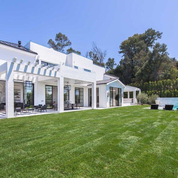 Lebron James Just Bought This 23 Million Estate In Los Angeles