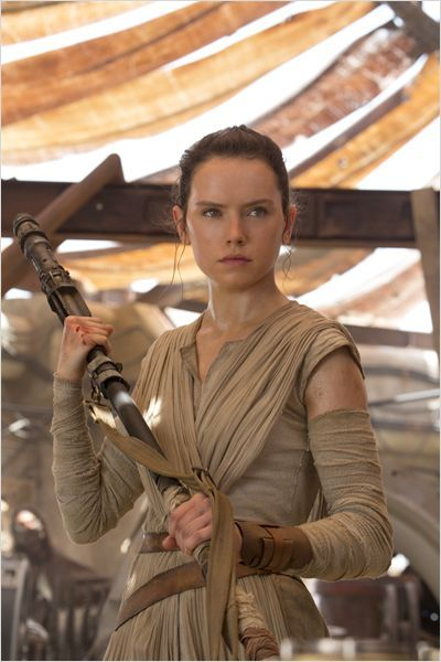 Daisy Ridley as Rey in Star Wars: The Force Awakens ; Star Wars: The Last Jedi ; Star Wars: The Rise of Skywalker Rey Star Wars, Star Wars Film, Star Trek, Chewbacca, Ewok, Star Citizen, Dark Vader, Star Wars Outfit, 3 4 Face