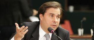 Maia garante acelerar votação de lei que impede bloqueio do WhatsApp