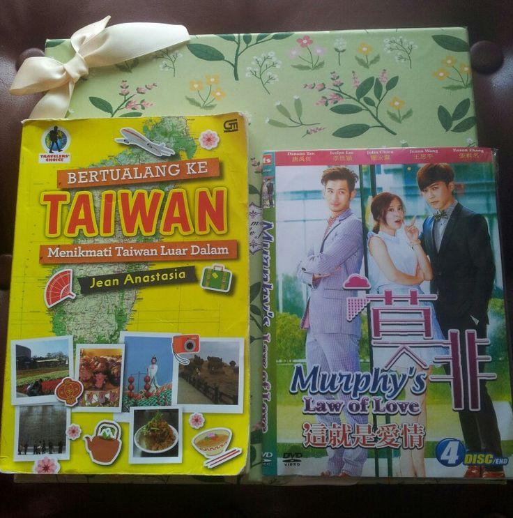 """#Udah #Beli #DvD #Murphy's_Law_of_Love #nich, #yang #Pemainnya #si #Aktor #Tampan #Danson_Tang  #Bagus #gak #yah ??↖( ̄▽ ̄"""")  #Ready #for #Watching ㄟ( ̄▽ ̄ㄟ)  #Buku_Bertualang_ke_Taiwan #BKT #Gramedia"""