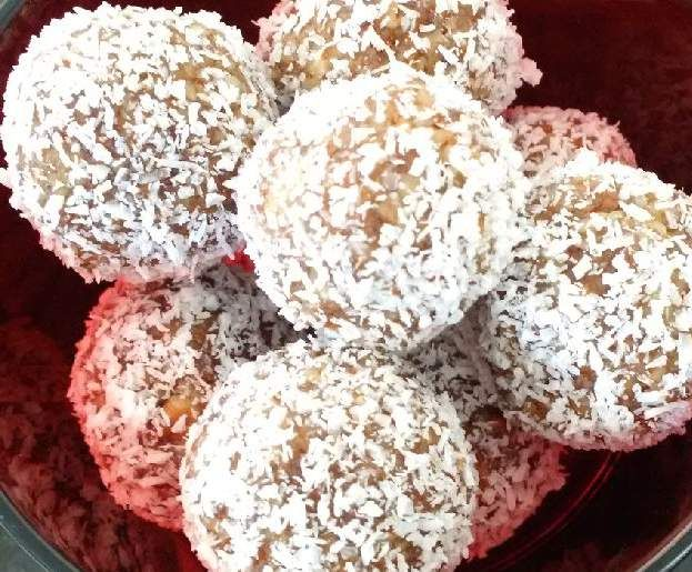 Recipe Salted Date and Pecan Protein Balls by Stepford - Recipe of category Desserts & sweets