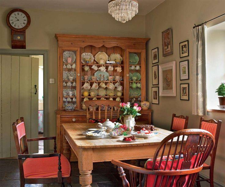 Keltainen Talo Rannalla Klassista Keskiviikolle Kitchen DresserKitchen DiningDining RoomsCottage