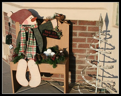 Cute idea for an outdoor snowman decor (this one just got a make over... but the pic is good for idea of my own version)