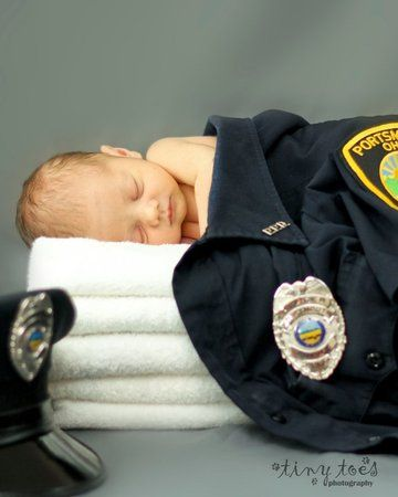 I've been looking for a baby pose with daddy's cop uniform forever! Yay finally found one!