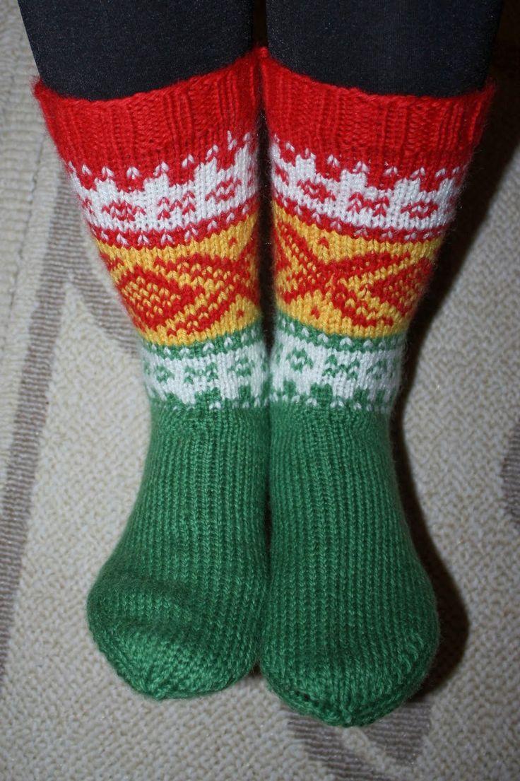 En liten strikkejulegave til svoger og svigerinne. Begge to er ganske sporty, så da måtte Mariusen få kvikklunsj-farger! (superd...