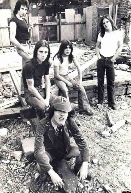 1976/05/** - GBR, London, Sheperds Bush, demolition site | Highway To ACDC : le site francophone sur AC/DC