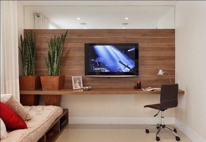 Painel de madeira espelho vasos de planta for Sala de estar pequena con escritorio