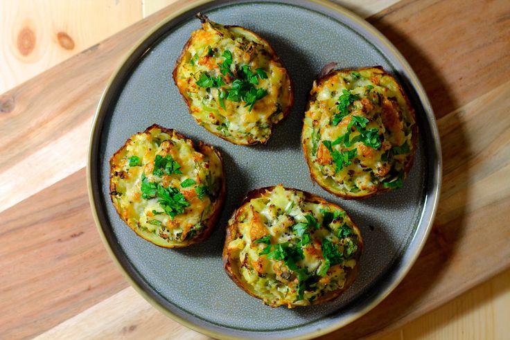 Ovnbagte fyldte kartofler med hytteost, persille og cheddar