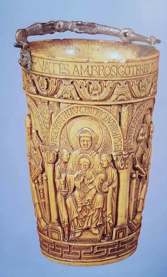 Secchiello liturgico dell'arcivescovo Gotofredo Avorio e argento  X secolo Milano Tesoro del Duomo