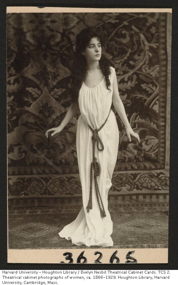 Evelyn Nesbit - an interesting way of maintaining the S shape, seemingly without using a corset