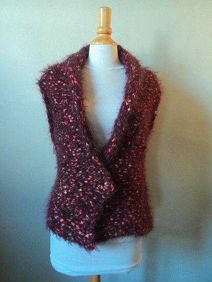 Bonjour! Et oui, voici un joli modèle facile et rapide à faire au tricot! Un gilet sans manches !!! Ce gilet se tricote d'une seule pièce, on réalise un devant, puis on augmente pour faire le dos e...